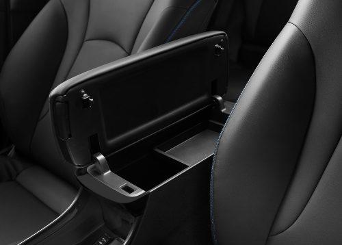 180305 Toyota Prius podrucka