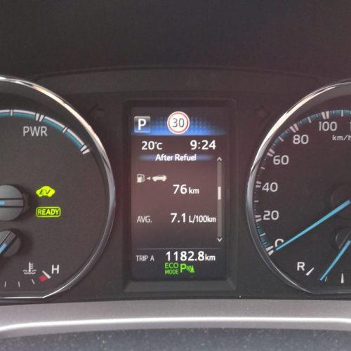 Toyota RAV4 Hybrid pristrojovka2