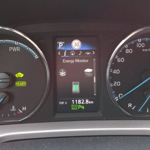 Toyota RAV4 Hybrid pristrojovka3