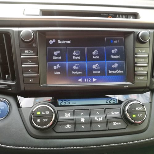 Toyota RAV4 Hybrid pristrojovka7