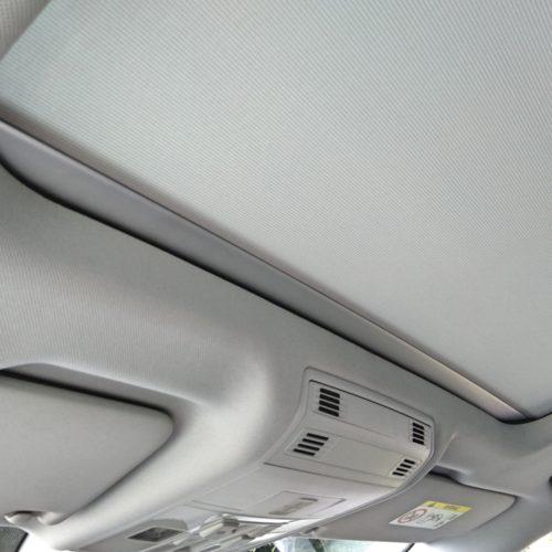 180618 Volkswagen Golf Sporstvan střešní okno zevnitř zatažené2
