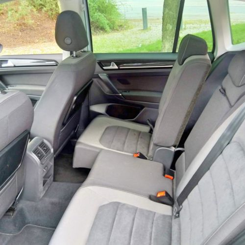 180618 Volkswagen Golf Sporstvan zadní sedadla posunuté2