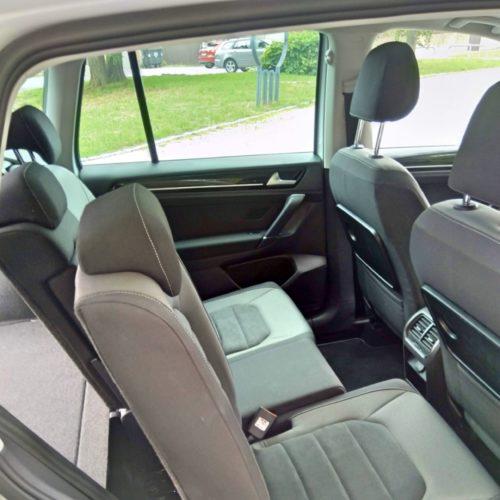 180618 Volkswagen Golf Sporstvan zadní sedadla posunuté