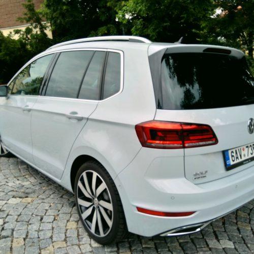 180618 Volkswagen Golf Sporstvan zezadu vlevo