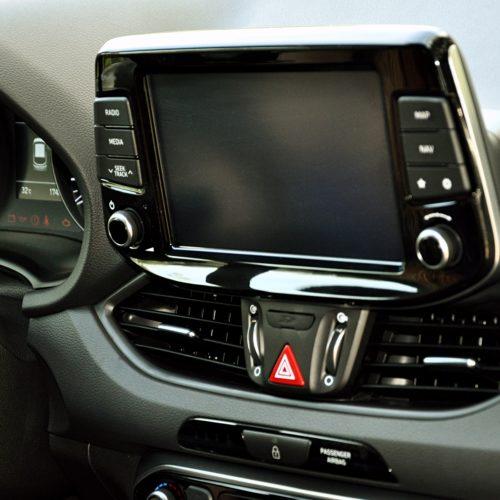 180716 Hyundai i30 přístrojovka detail
