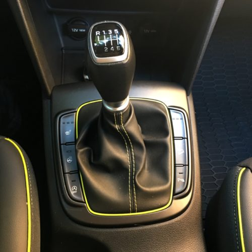 Hyundai KONA řadicí páka