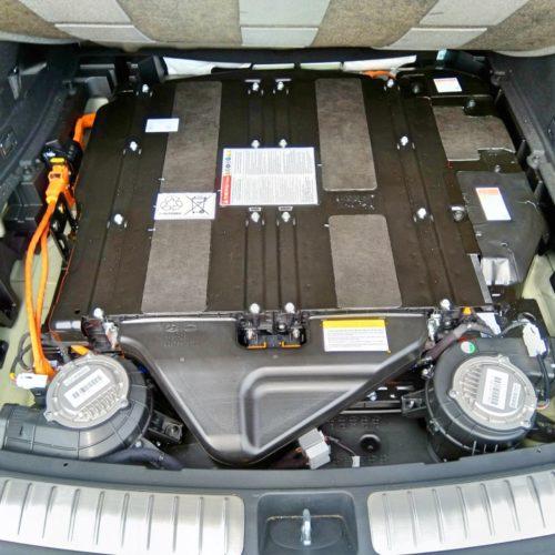 Kia Optima kufr baterky detail 2