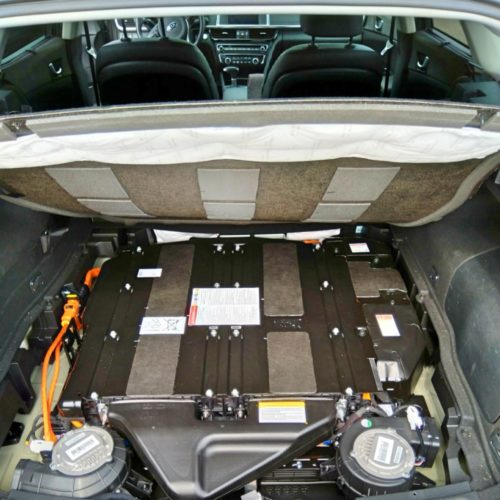 Kia Optima kufr baterky detail