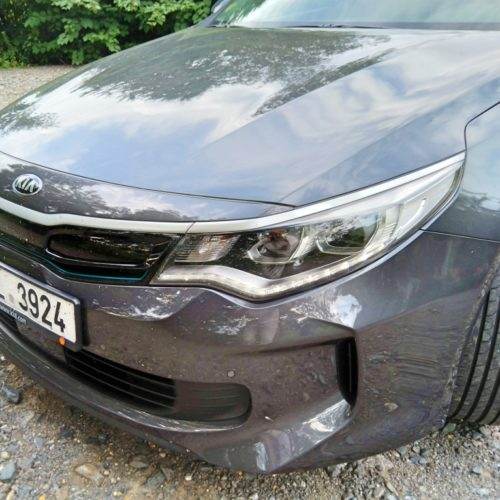 Kia Optima zepředu bok detail