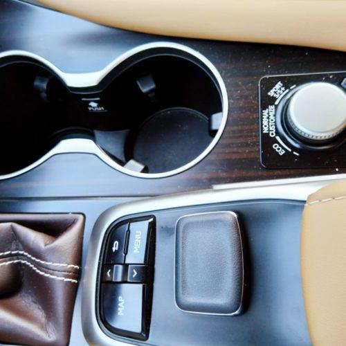 Lexus 450RhL středový panel