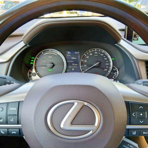 Lexus 450RhL volant