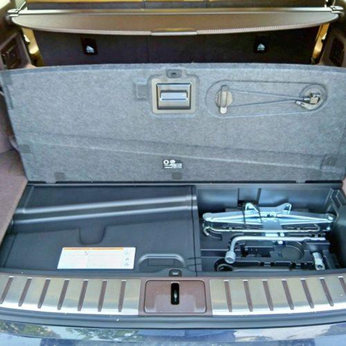 Lexus 450RhL zezadu kufr otevřený2
