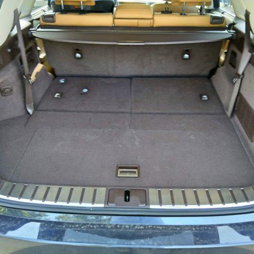 Lexus 450RhL zezadu kufr otevřený