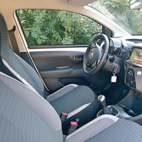 180813_Toyota Aygo_přední sedadla