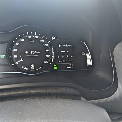 Hyundai Ioniq Hybrid přístrojový panel 2