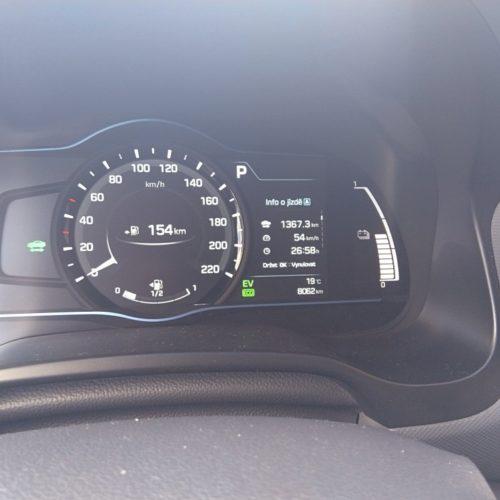 Hyundai Ioniq Hybrid přístrojový panel