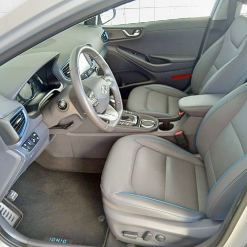 Hyundai Ioniq Hybrid přední sedadla 2