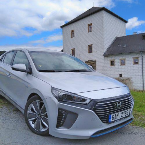 Hyundai Ioniq Hybrid zepředu bok