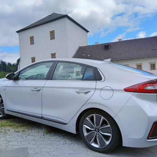 Hyundai Ioniq Hybrid zezadu bok