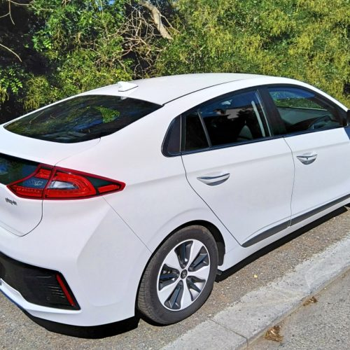 Hyundai Ioniq plug-in hybrid zezadu bok