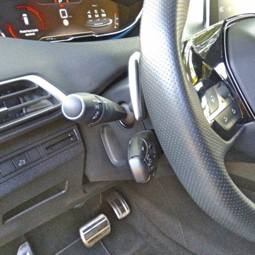 Peugeot 3008_páky pod volantem