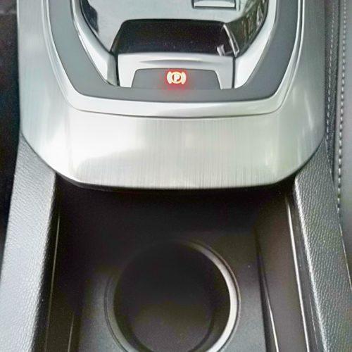 Peugeot 308 kastlík uprostřed