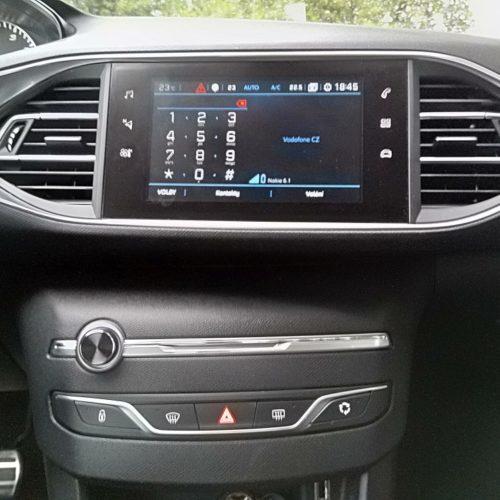 Peugeot 308 prostřední panel