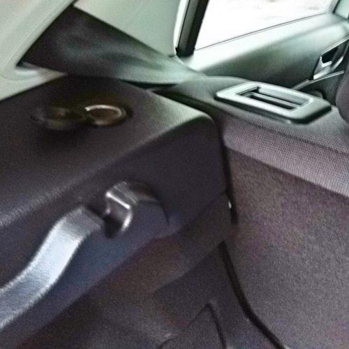 Peugeot 308 zásuvka vzadu