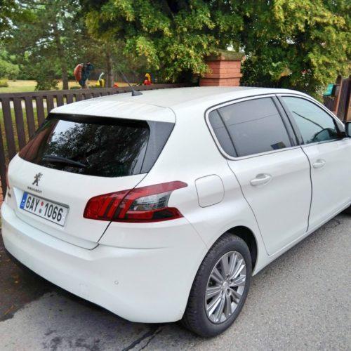 Peugeot 308 zezadu bok