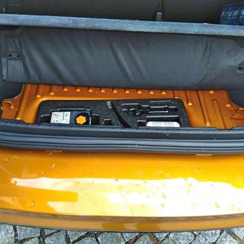 Ford EcoSport zezadu kufr lepení