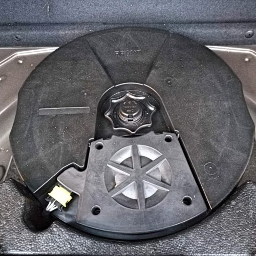 Volkswagen Tiguan kufr subwoofer