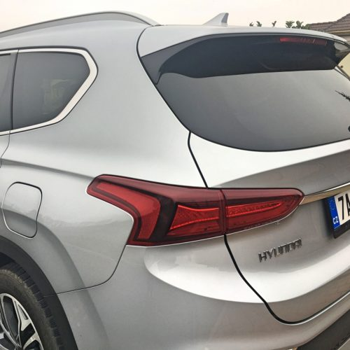 Hyundai Santa Fe detail zadní světlo