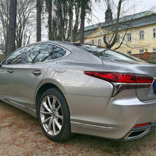 Lexus LS500 11
