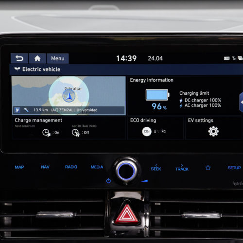 hyundai-new-ioniq-electric-main charging screen incar
