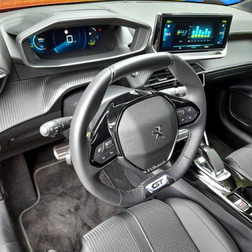 Peugeot e-208 GT_39
