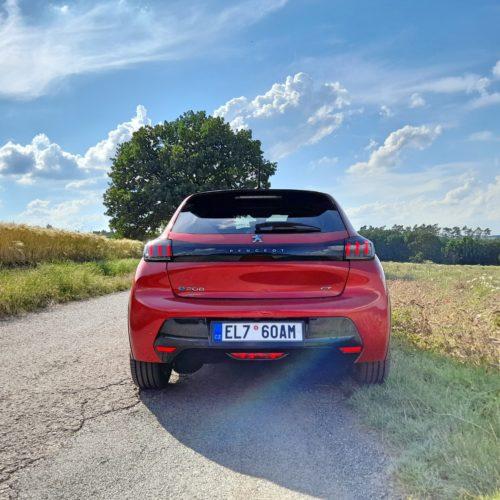 Peugeot e-208 GT_8